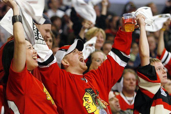 chicago_a_blackhawks-fans_600